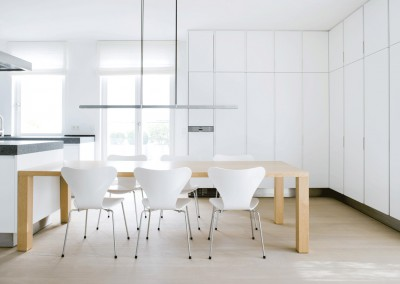 kracht - residential penthouse, kitchen with dining table